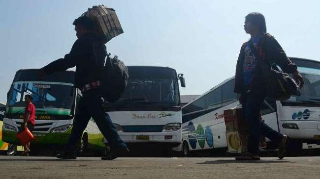 Arus-Mudik-Bus-Lebaran-170714-Prad-1ok-e1405919502176