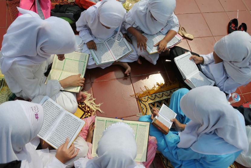 sejumlah-anak-membaca-alquran-dalam-kegiatan-khataman-_120719174405-254